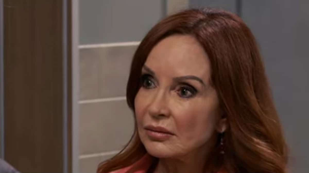 Who plays Bobbie on General Hospital and what is her age?