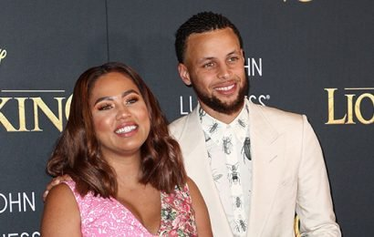 Steph Curry Poses With Ayesha & Riley, 7, For Adorable Photos While On Vacation In Paris