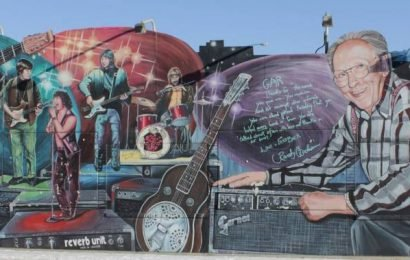 Portage Avenue mural honouring Winnipeg music legend taken down