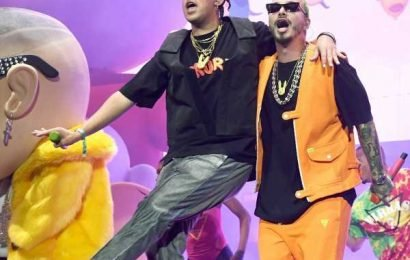 J Balvin & Bad Bunny's VMAs Performance Left Twitter Excited & Confused