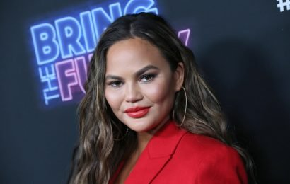 Chrissy Teigen's Tweets About Her Altitude Sickness Are Seriously Hilarious