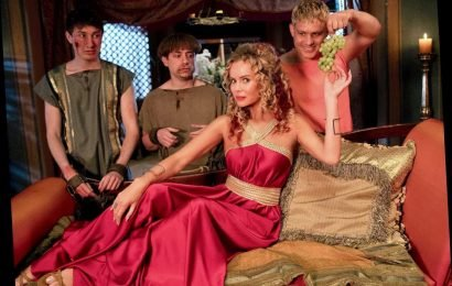 What time does Plebs start tonight and who is in the cast?