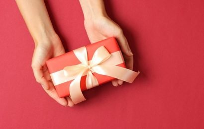 Etiquette expert reveals the dos and don't of gifting
