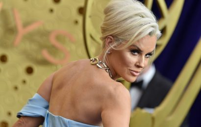 Jenny McCarthy is Getting Slammed on Twitter for Her Red Carpet Interview with Christina Applegate