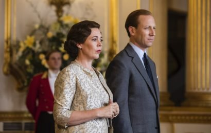 'The Crown' Season 3 Teaser: Throne Passes From 'Young Woman' Claire Foy to 'Old Bat' Olivia Colman (Video)