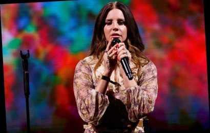 Lana Del Rey Performs 'Wicked Game' With Chris Isaak, Covers Joni Mitchell With Zella Day and Weyes Blood at L.A. Show