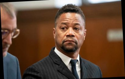 Video shows Cuba Gooding Jr. touch the backside of Tao server