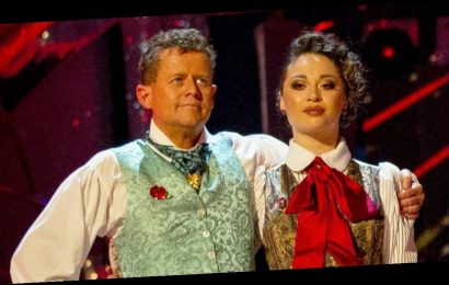 Strictly's Mike Bushell has perfect comeback to troll