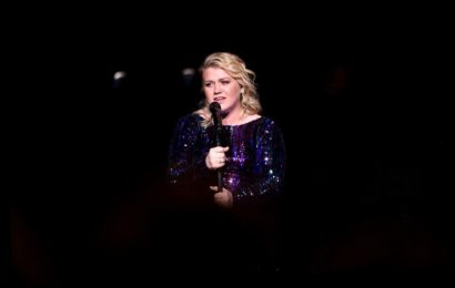 Kelly Clarkson Wows Fans With Her Cover of Taylor Swift's 'Delicate'