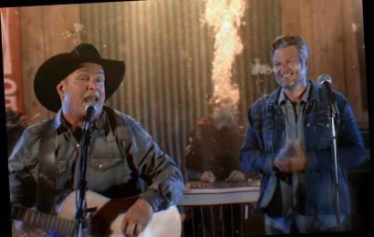 Garth Brooks, Blake Shelton Play an Underwater Show in 'Dive Bar' Video