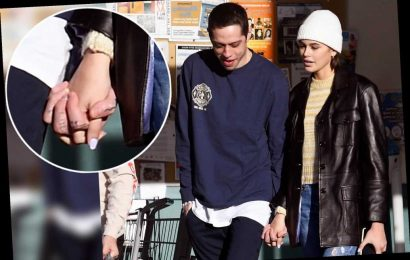 Pete Davidson spotted holding hands with Kaia Gerber at upstate grocery store