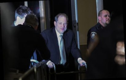Harvey Weinstein Wants A New Judge After He Was Scolded For Using His Cell Phone In Court