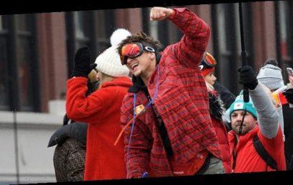 Patrick Mahomes Chugs A Beer At Chiefs Super Bowl Parade With GF Brittany Matthews — Watch