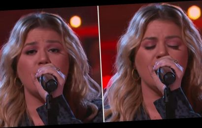 """Kelly Clarkson Covers Selena Gomez's Tender Self-Love Anthem, """"Lose You to Love Me"""""""