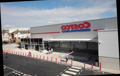 Costco stores remain open as shoppers stock up