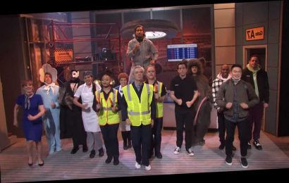 David Byrne Returns to 'SNL' With 'American Utopia' Songs, 'Airport Sushi' Sketch