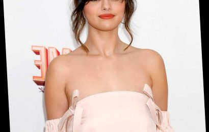 Selena Gomez Reveals Bipolar Diagnosis To Miley Cyrus: 'It Doesn't Scare Me'