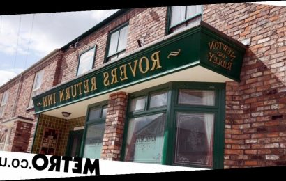 Spoilers: Popular couple takes over the Rovers in Corrie as Johnny disappears