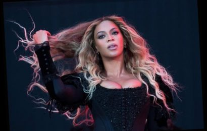 Beyoncé Shares Loving Tribute To Mother Tina Lawson