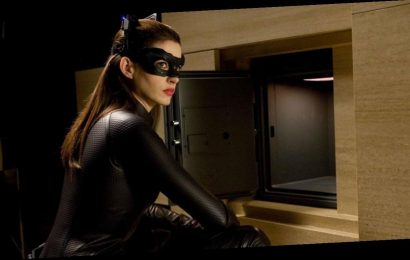 To Be Cast As Catwoman In Dark Knight Rises, Anne Hathaway Dressed As A Very Different Character