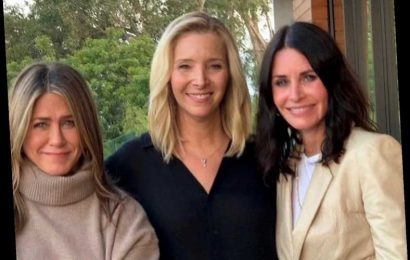 Jennifer Aniston, Courteney Cox and Lisa Kudrow Reunite to Encourage Friends Fans to Vote