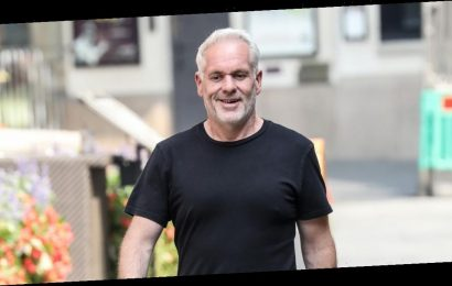 Chris Moyles shows off weight loss as he admits weighing himself 'six days a week' –but expert says he needs to 'break free'