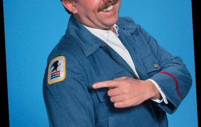 Cheers Mailman John Ratzenberger Supports the USPS: 'Help Your Local Post Office'
