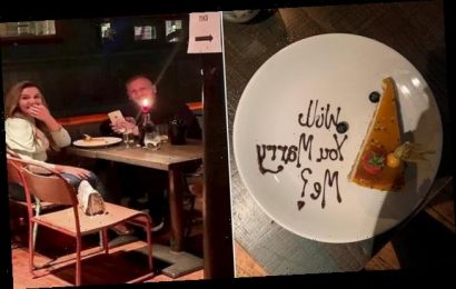 Man on date mortified as friend orders dessert to table with proposal