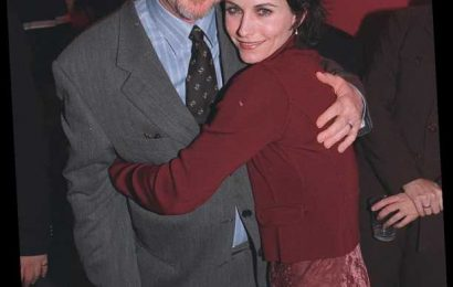 Courteney Cox Remembers 'Beloved' Scream Director Wes Craven as Sequel Wraps Filming