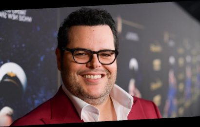 2020 May Have Sucked, but Josh Gad Tried to Make It Better
