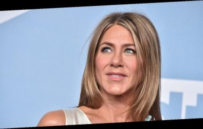 Jennifer Aniston looks incredibly youthful after blonde hair transformation