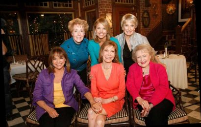 Cloris Leachman & Mary Tyler Moore Costars' Touching Moment at 2013 Reunion Had 'Everybody' Crying: 'It Was a Goodbye'