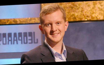 Ken Jennings' nightly tribute to Alex Trebek has won over 'Jeopardy!' fans