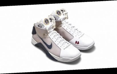 Sotheby's Lists President Barack Obama's Exclusive Nike Hyperdunk PE's for $25,000 USD