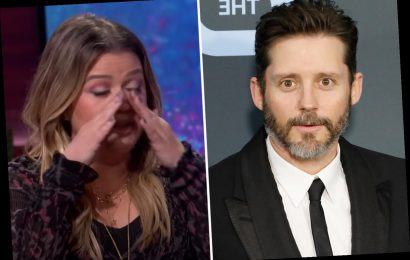 Kelly Clarkson has been 'sobbing uncontrollably' over 'nasty' divorce from ex Brandon Blackstock and feels 'so alone'