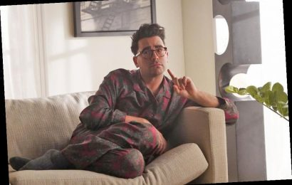 Dan Levy Sets Record Straight on That SNL Dressing Room Note Trend — and Who Inspired Him to Do It