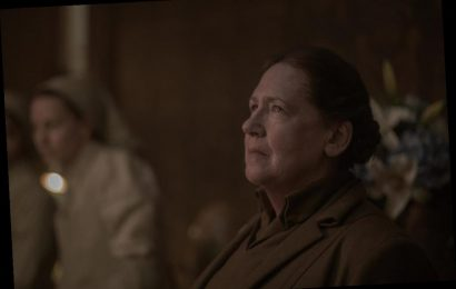 'The Handmaid's Tale': Ann Dowd Channeled Aunt Lydia While Threatening Someone in a Supermarket