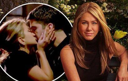 Jennifer Aniston and Courteney Cox talk Ross and Rachel KISS