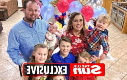Josh Duggar's wife Anna & their six children have visited him on home confinement while he awaits child porn trial