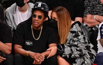 Beyoncé and JAY-Z Cozy Up During Courtside Date Night:Pics