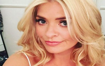 Holly Willoughbys sexy selfies