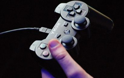 Gamer Gets Shocked By Lightning Strike Through His Wired Controller