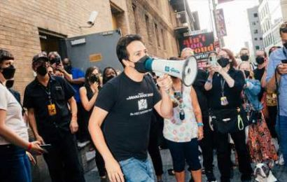 Lin-Manuel Miranda sings 'New York, New York' outside the 'Hamilton' theater.