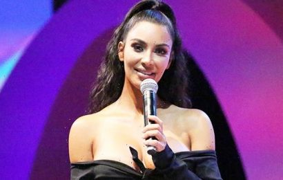 Kim Kardashian Cracks Up At Her 1st SNL Table Read Ahead Of Hosting Gig  Photo